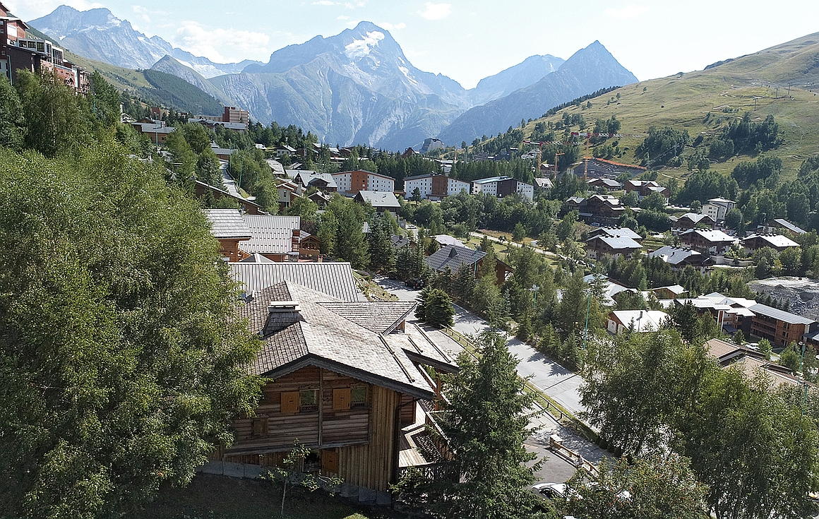 The peaceful area around the chalet for sale in Les Deux Alpes