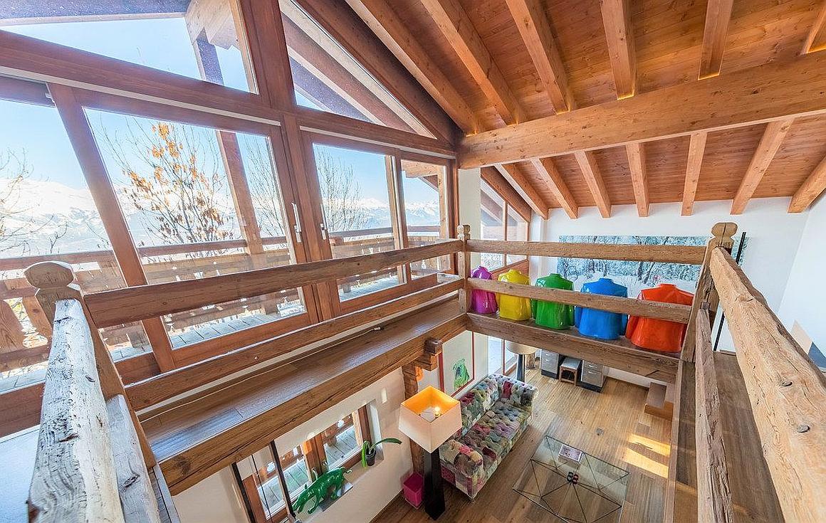Large panoramic windows