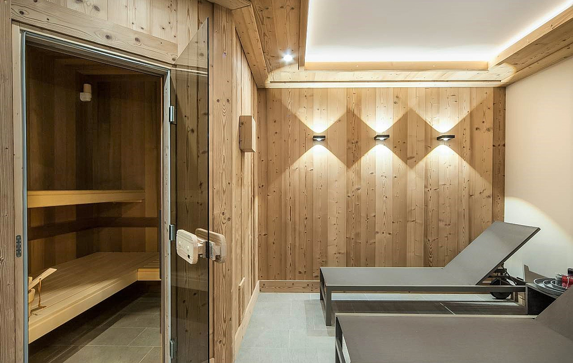 The spa with sauna, fitness and showers