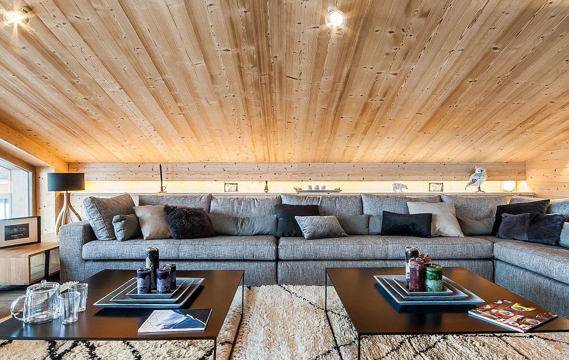 The living floor with exposed beam ceiling