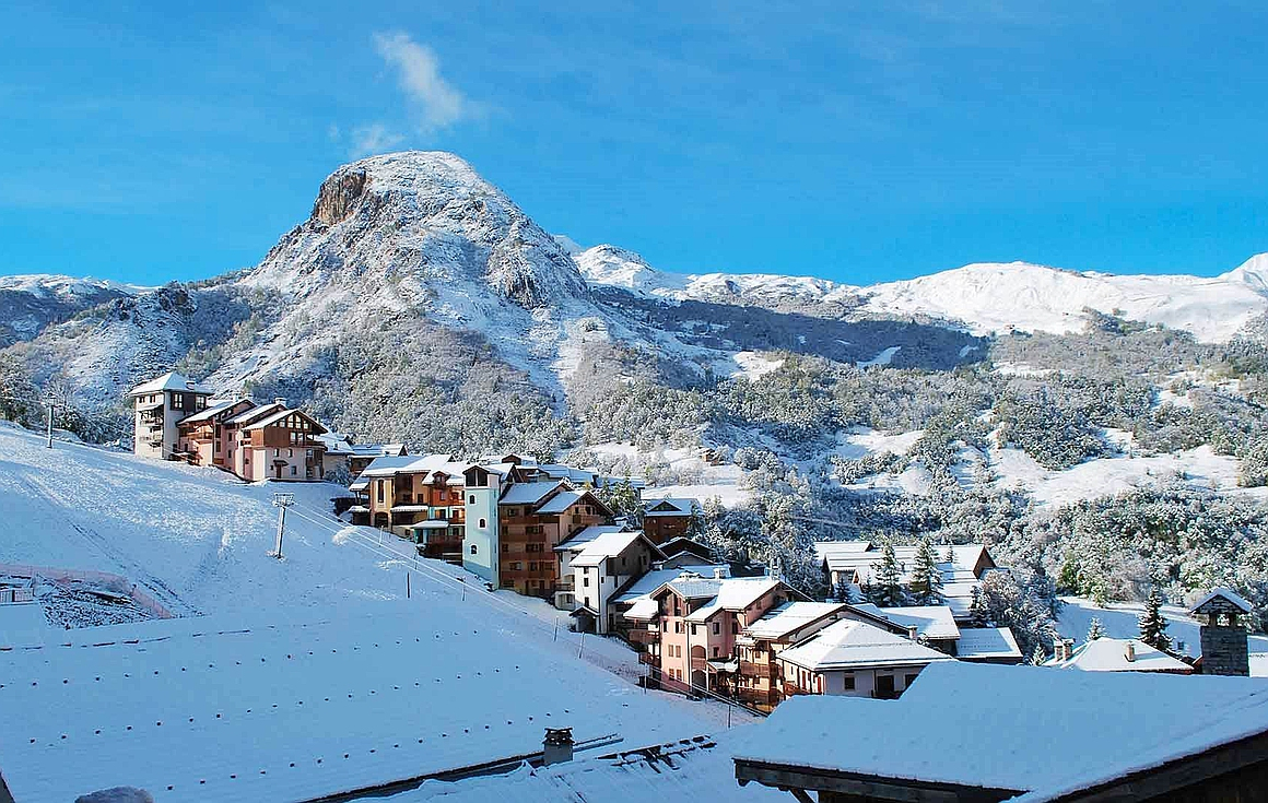 Outstanding views of St Martin de Belleville, piste and valley