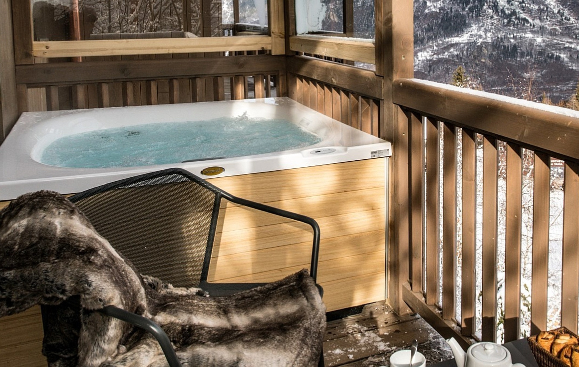 Example of a Jacuzzi built on the terrace