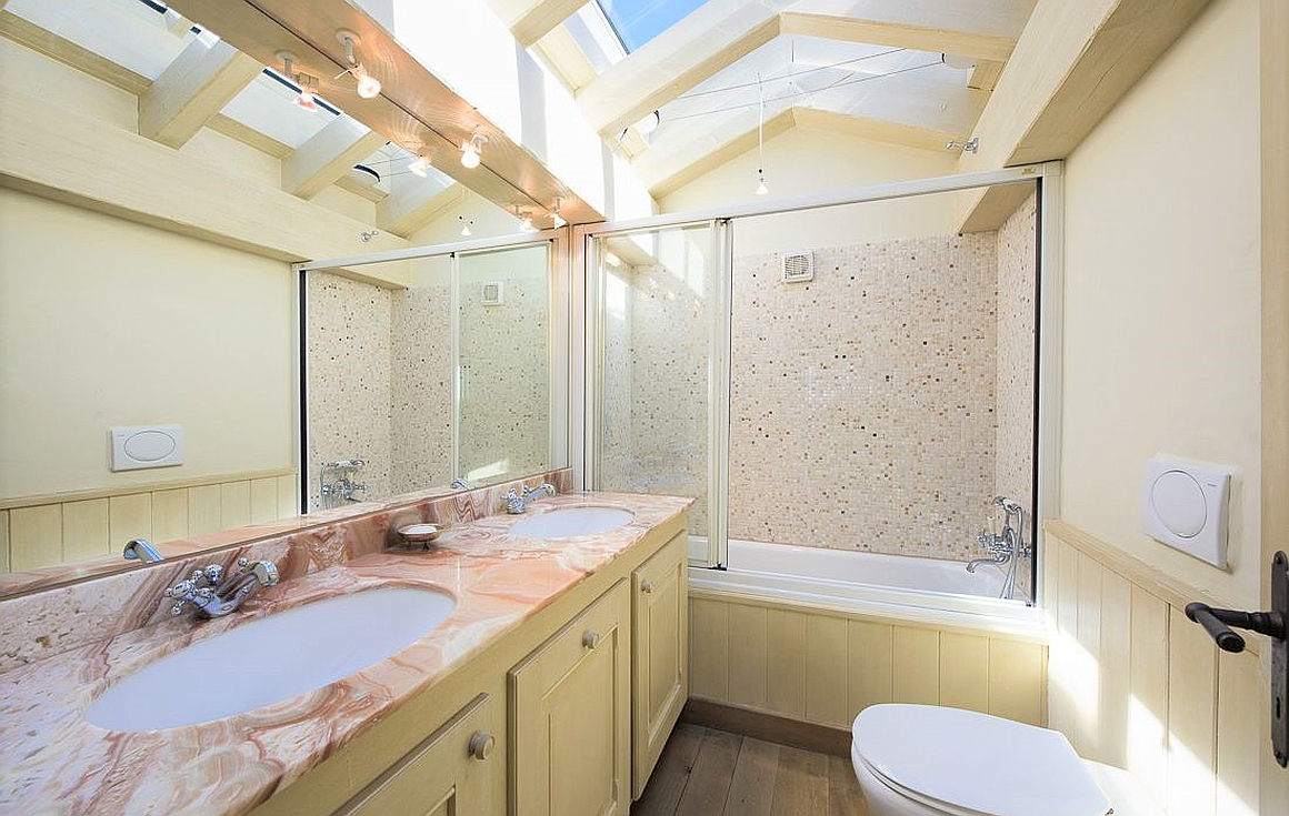 Bathrooms of the apartment