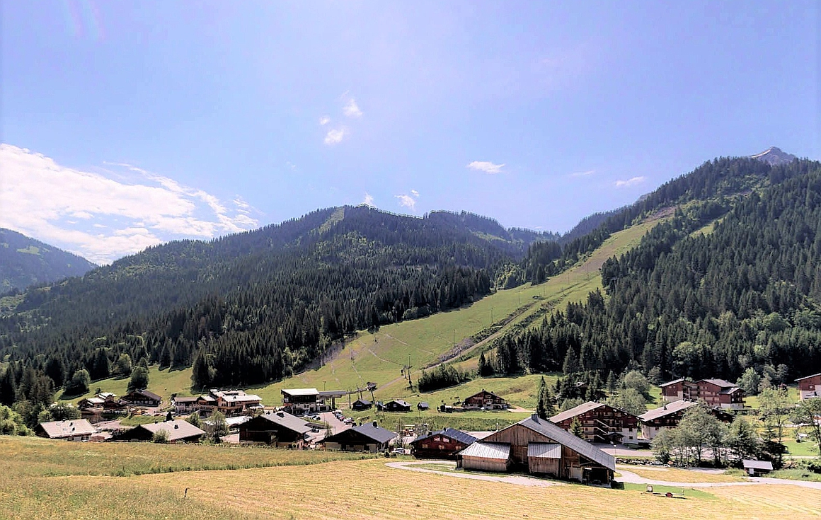 Outstanding location just 300m from the slopes