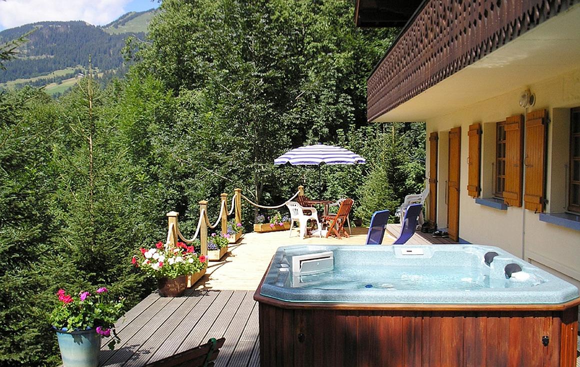 Garden terrace with Jacuzzi