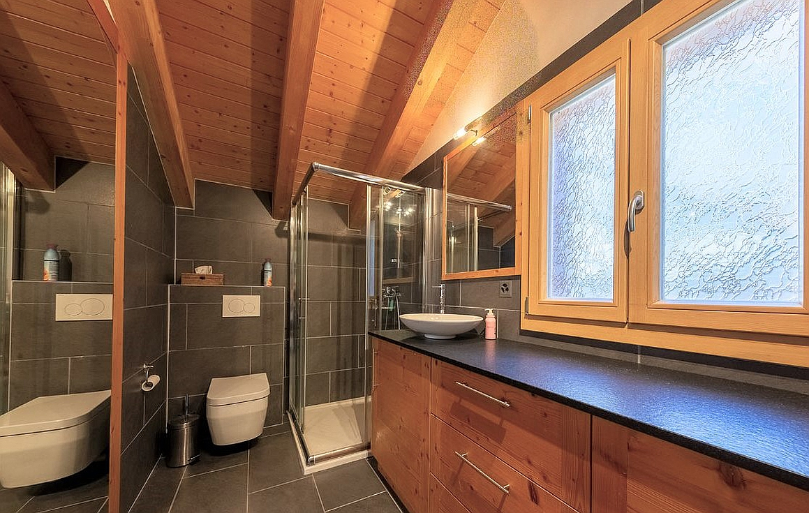 The bathrooms of the chalet