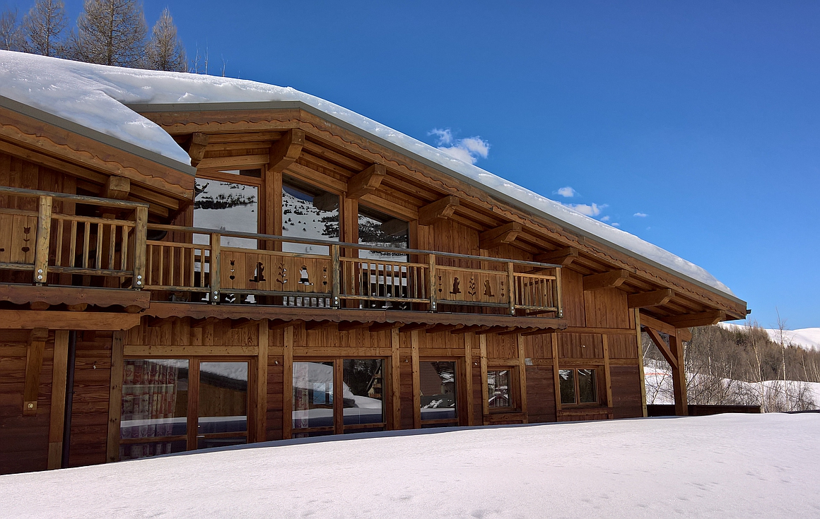 Les Deux Alpes chalet for sale 100m from chairlift