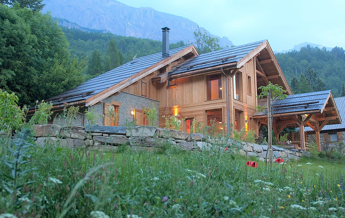 Example of chalet built by construction company