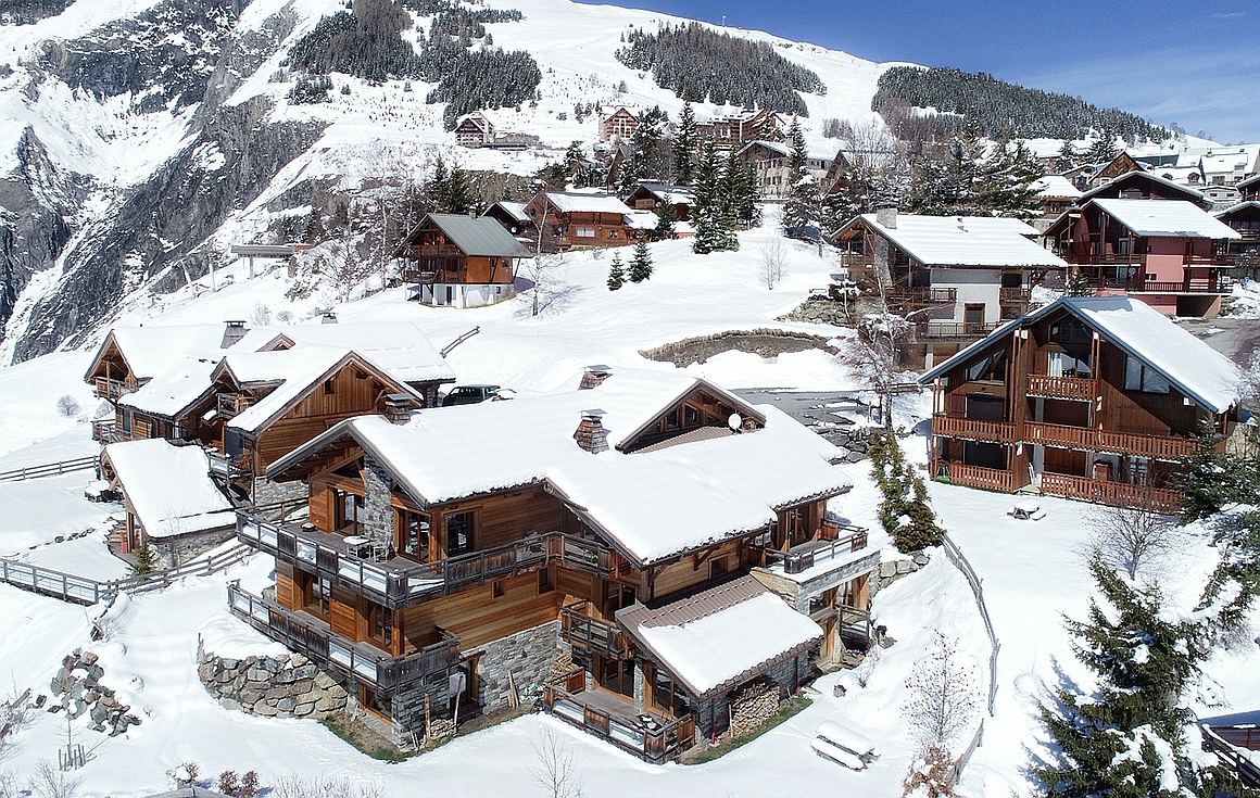 Chalet for sale in Les Deux Alpes in its own grounds