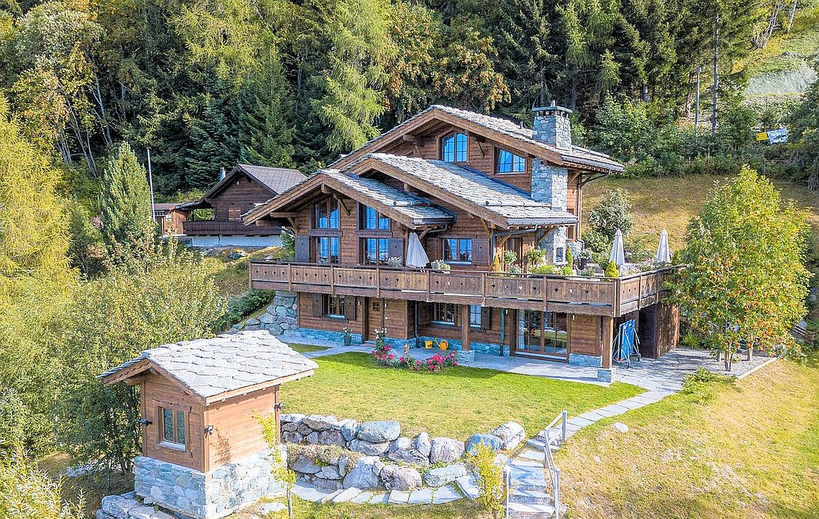 Chalet for sale set in its own grounds