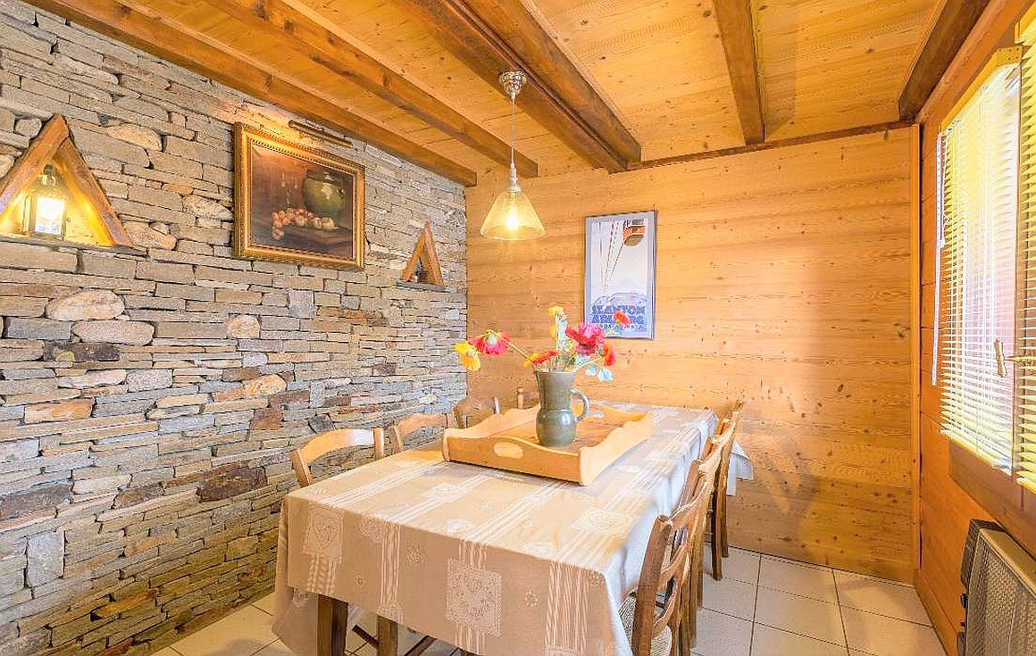 The dining area of the chalet