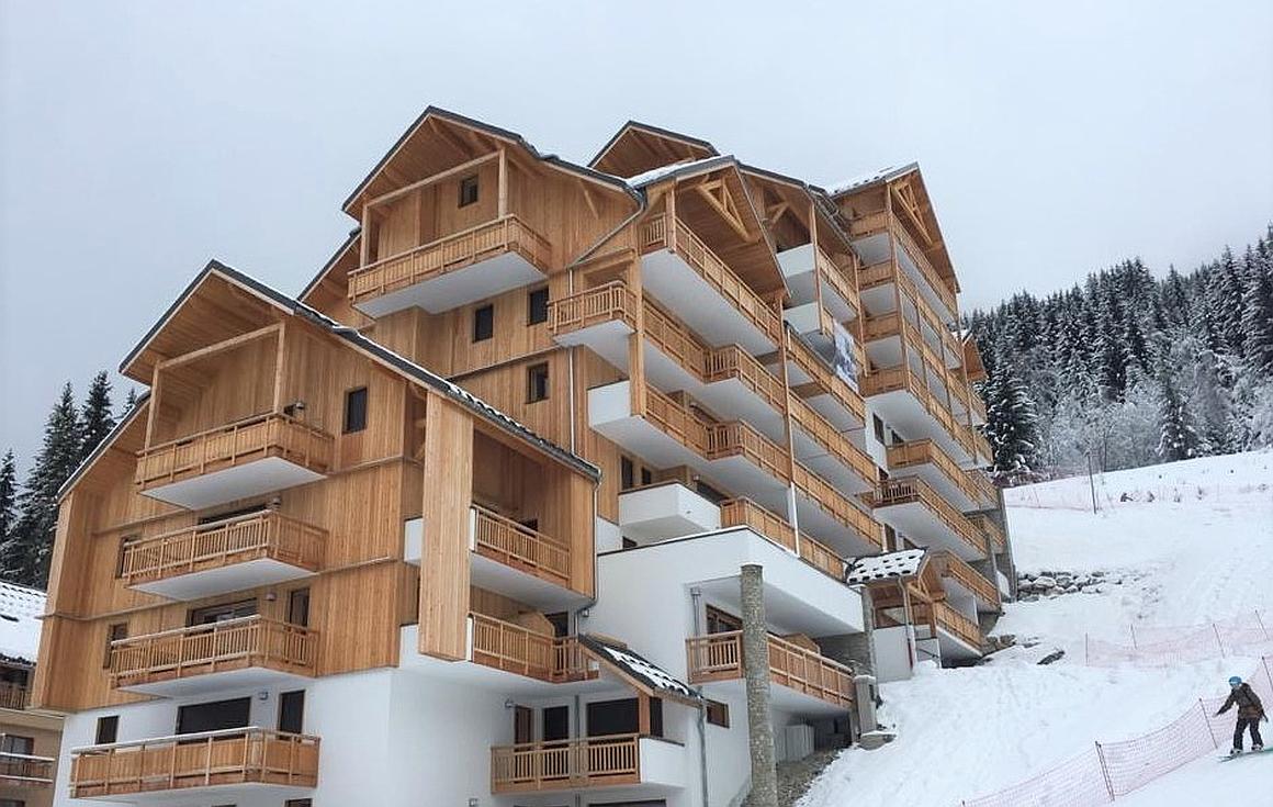 Ski apartments being finished in Oz en Oisans