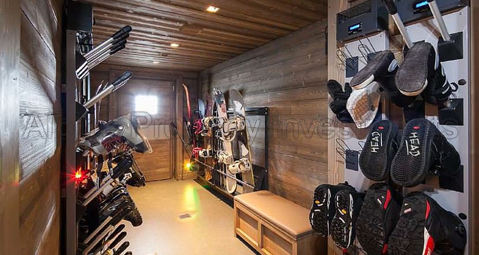 Fuly fitted ski room